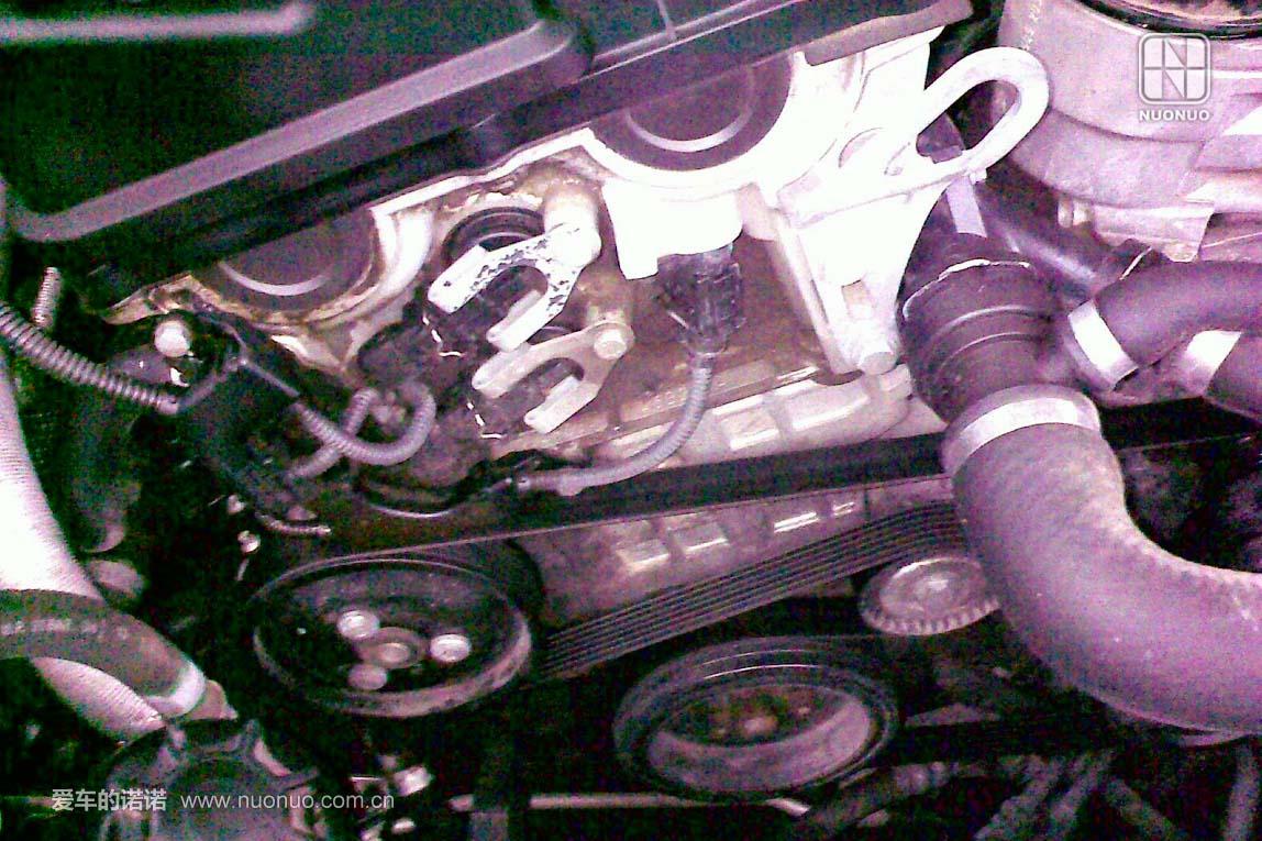 Vanos电磁阀上疑似有渗油历史痕迹,但是被清洗干净了,需要再过一段时间观察是否继续渗油,再判断是否维修