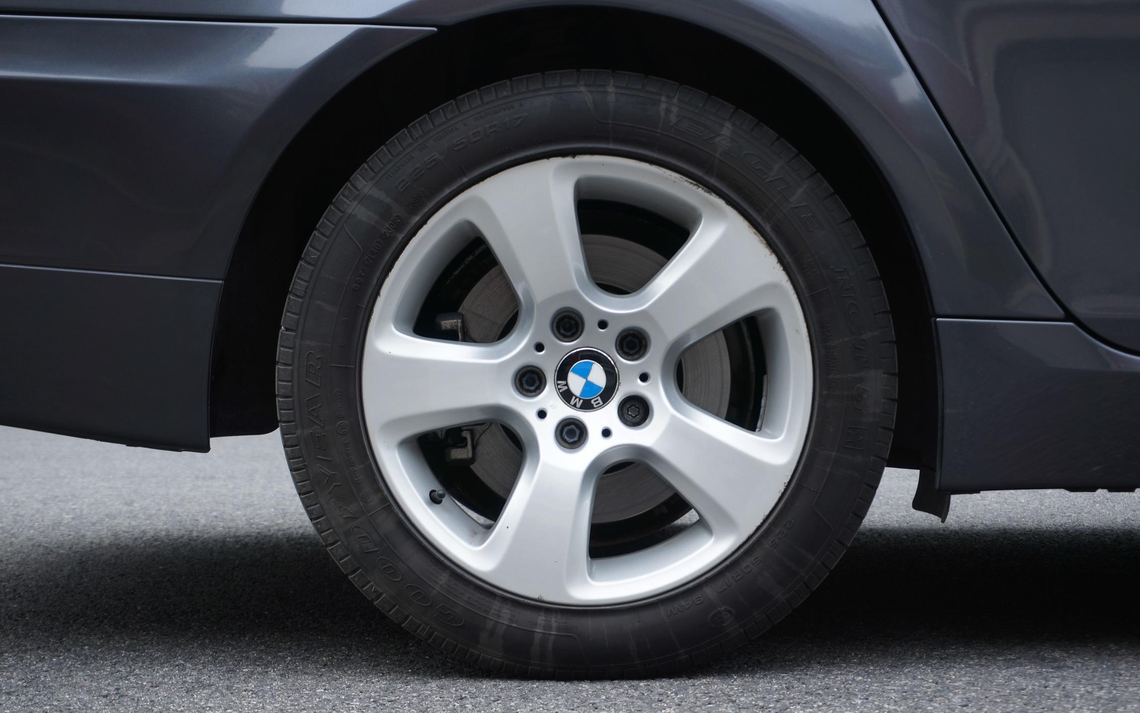 轮胎到底用几年该换?