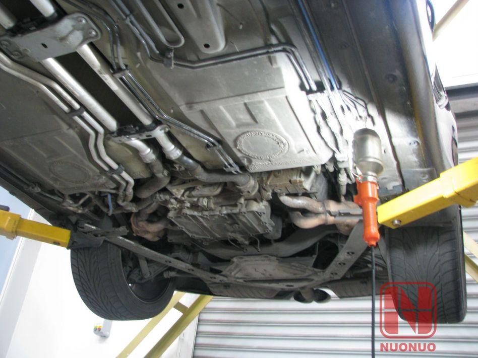 宝马120底盘车身护板结构图